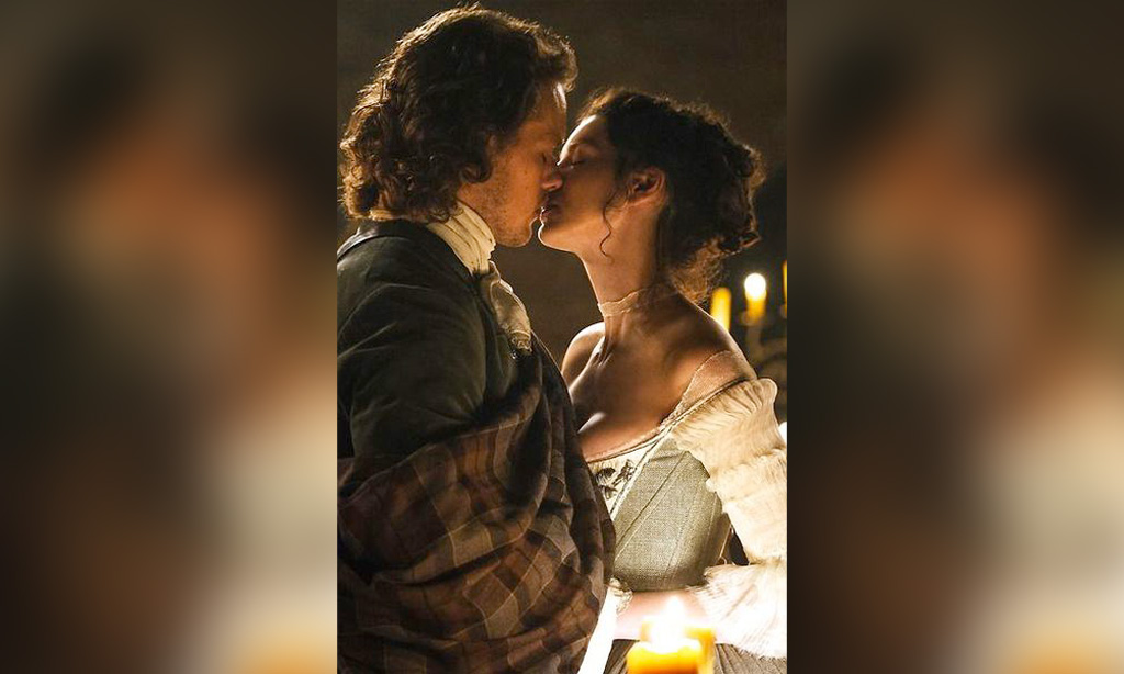 outlander-claire-jamie-first-kiss