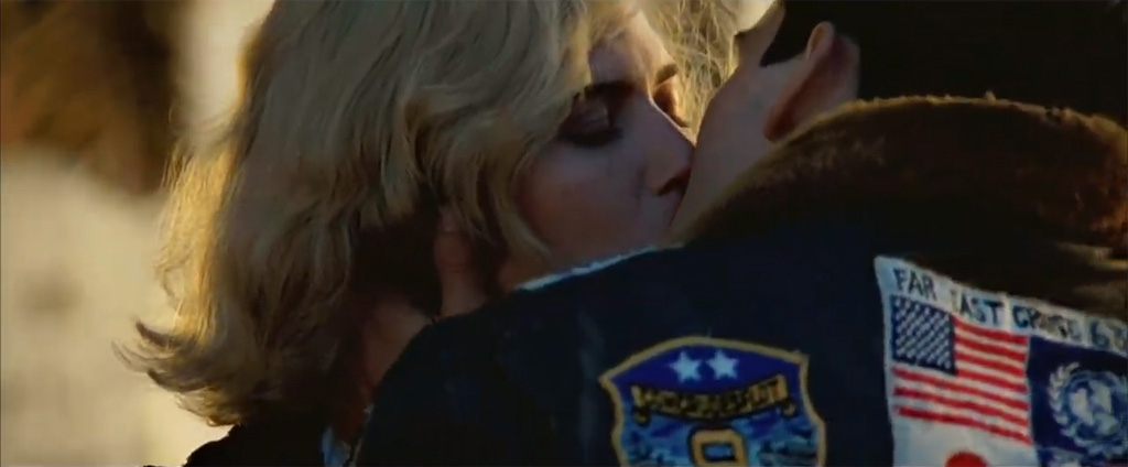 top-gun-kiss