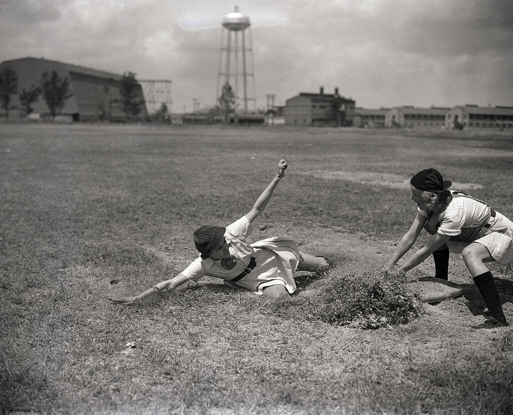 12-women-in-baseball-aagpbl-girls-baseball-12273