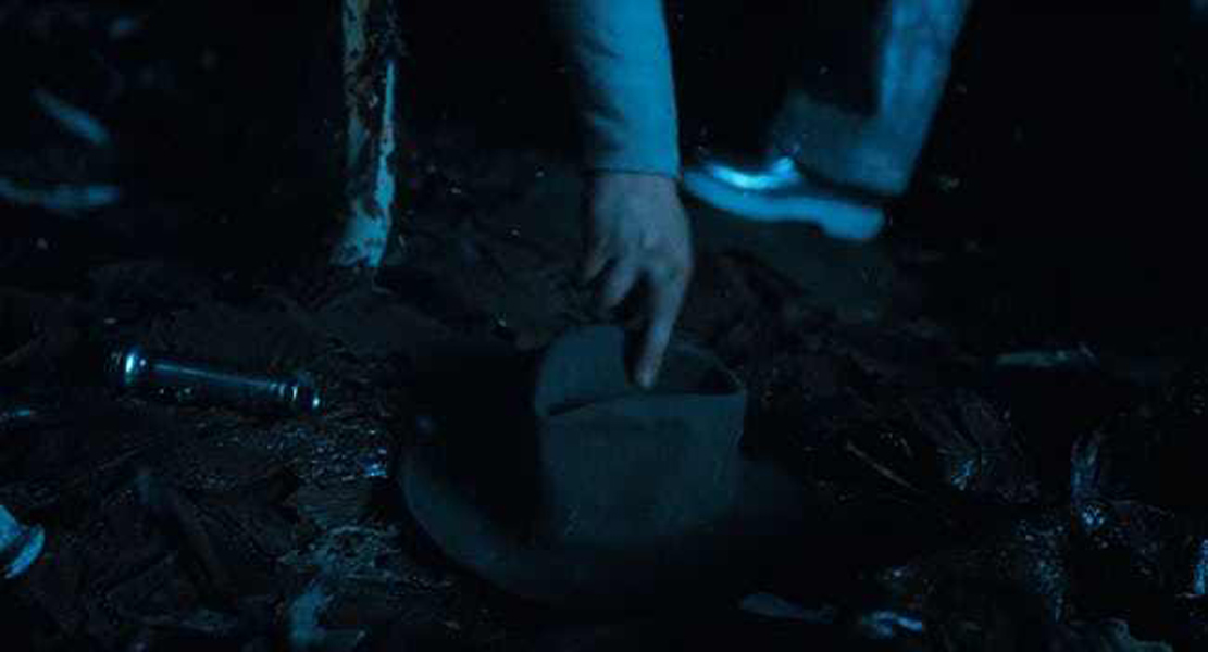 hooper-and 39_s-hat-grab-is-from-raiders-of-the-lost-ark-photo-u1