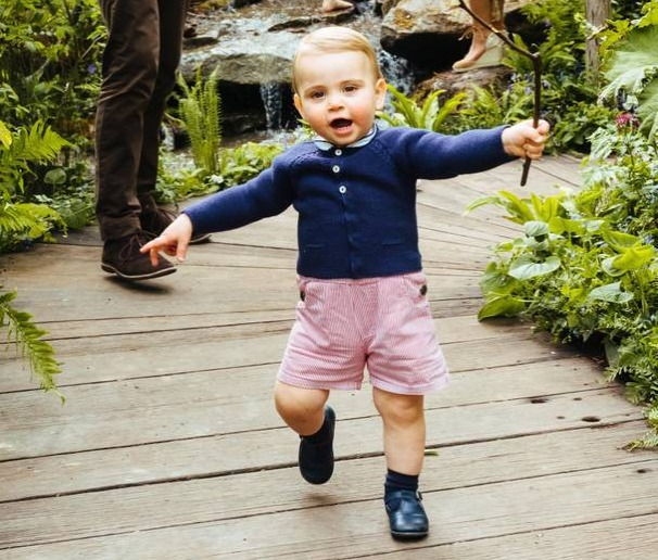 Prince Louis walking in Chelsea Flower Show