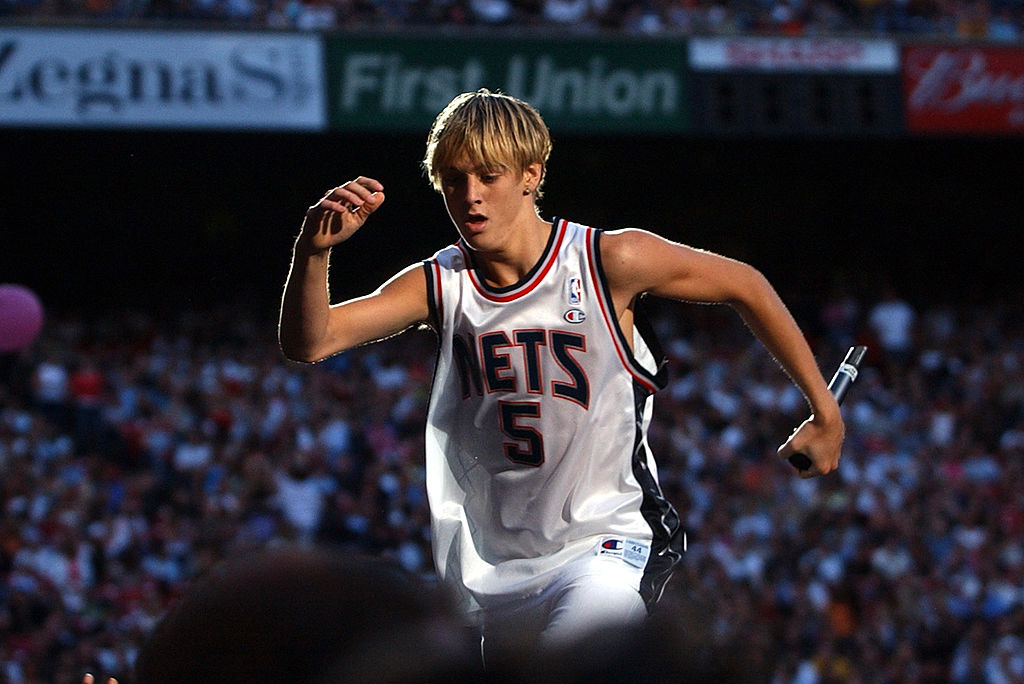 Aaron Carter performs during Z100's Zootopia 2002 wearing oversized basketball jersey