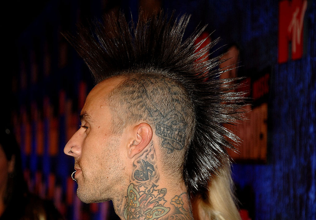 TV Personality Travis Barker arrives at the 2007 MTV Video Music Awards at the Palms Casino Resort-111202226