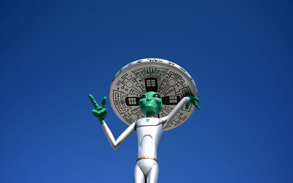 134 foot thermometer 'Gateway to Area 51' statue located in Baker, California
