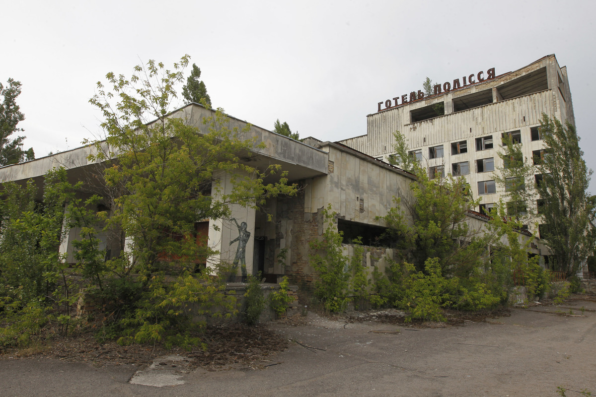 chernobyl hotel looking overgrown