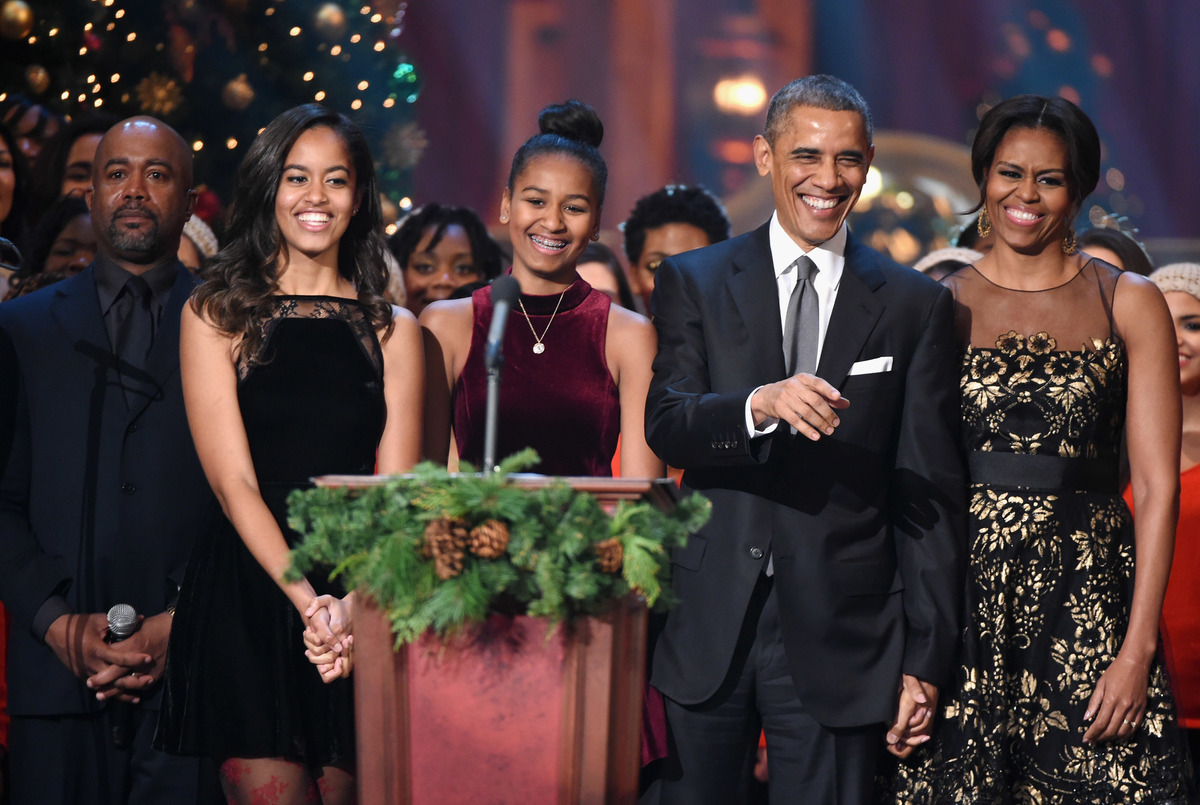 Obama first Family at TNT Christmas in 2014