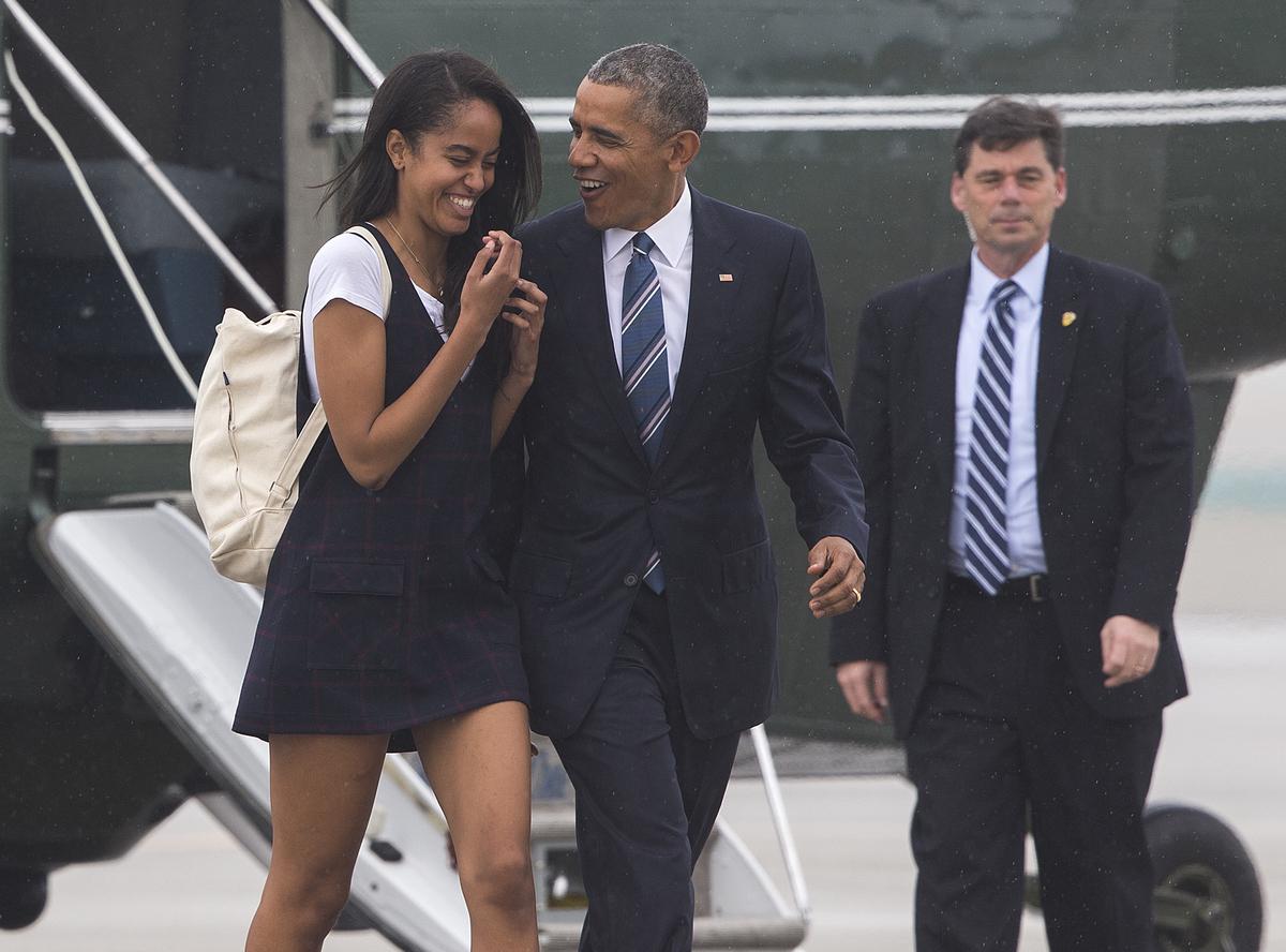 malia and barack obama at LAX in 2016