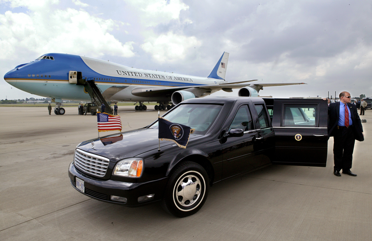 Presidential Limousine in front of Air Force One