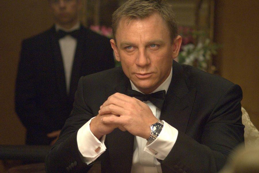 daniel craig as james bond playing poker or something