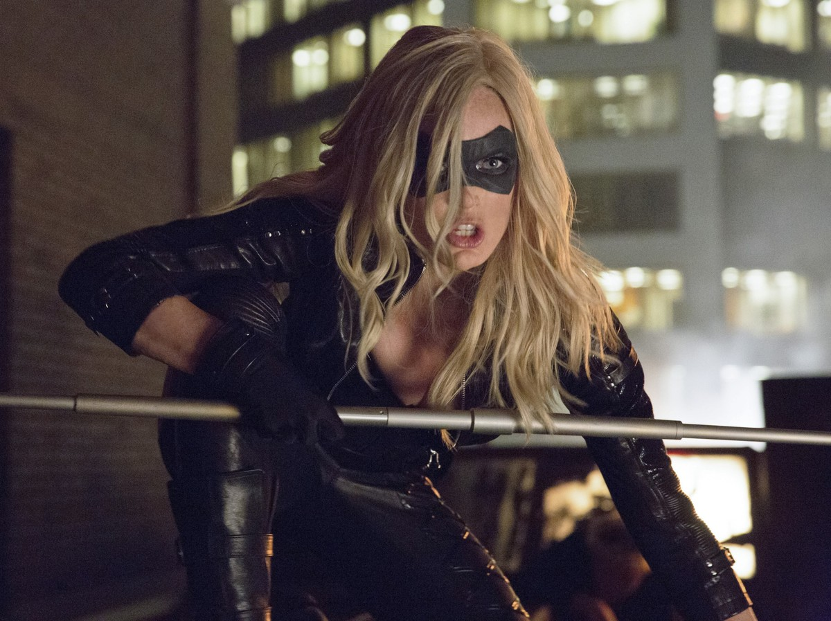 caity lotz crouching down ready to fight in arrow