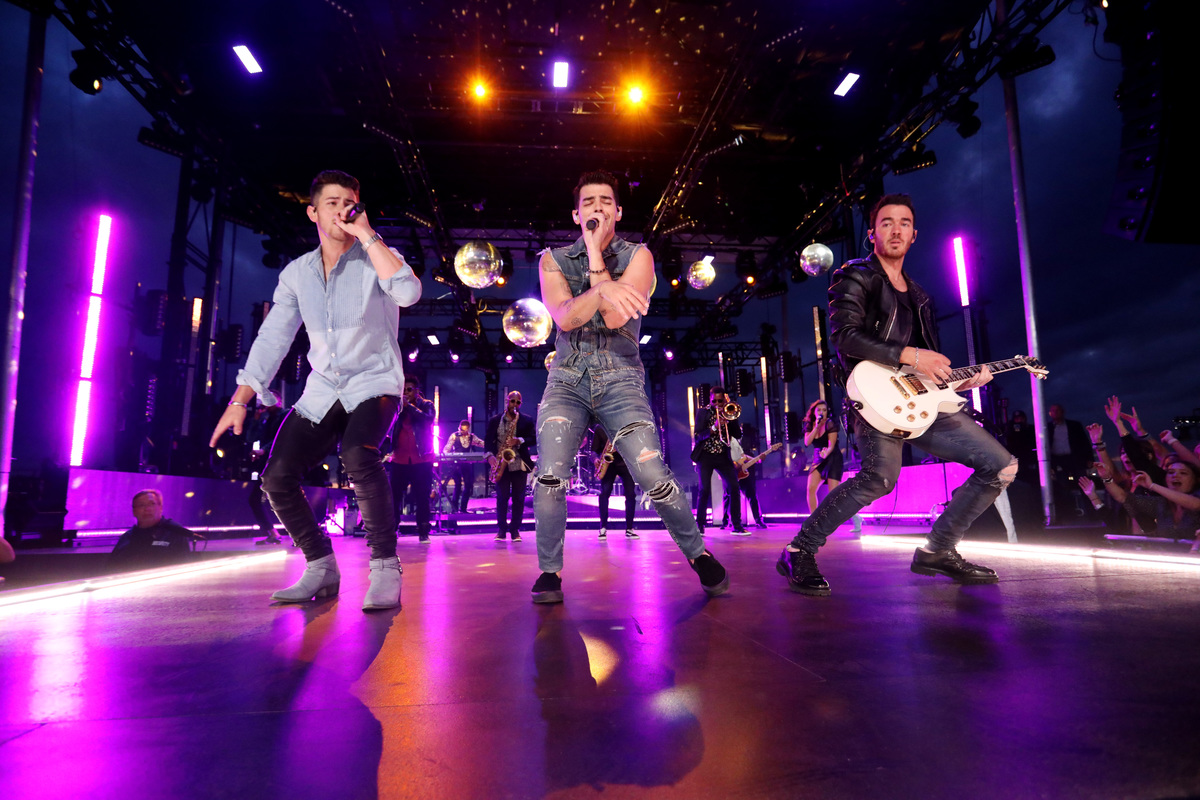 Jonas Brothers VMA performance in New Jersey