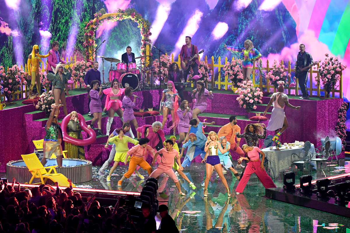 TSwift performance of You Need to Calm Down at VMAs 2019