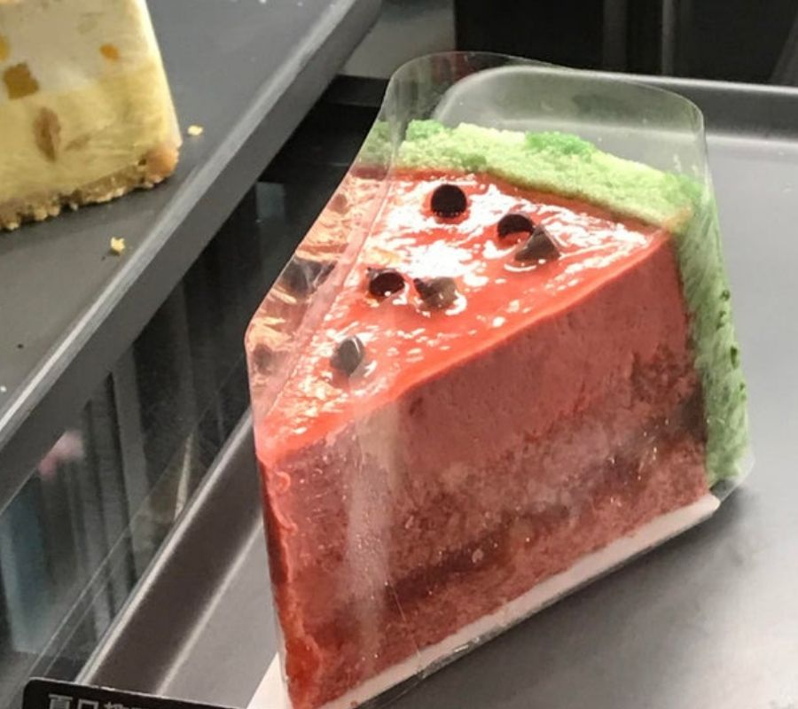 piece of cake that looks like a watermelon