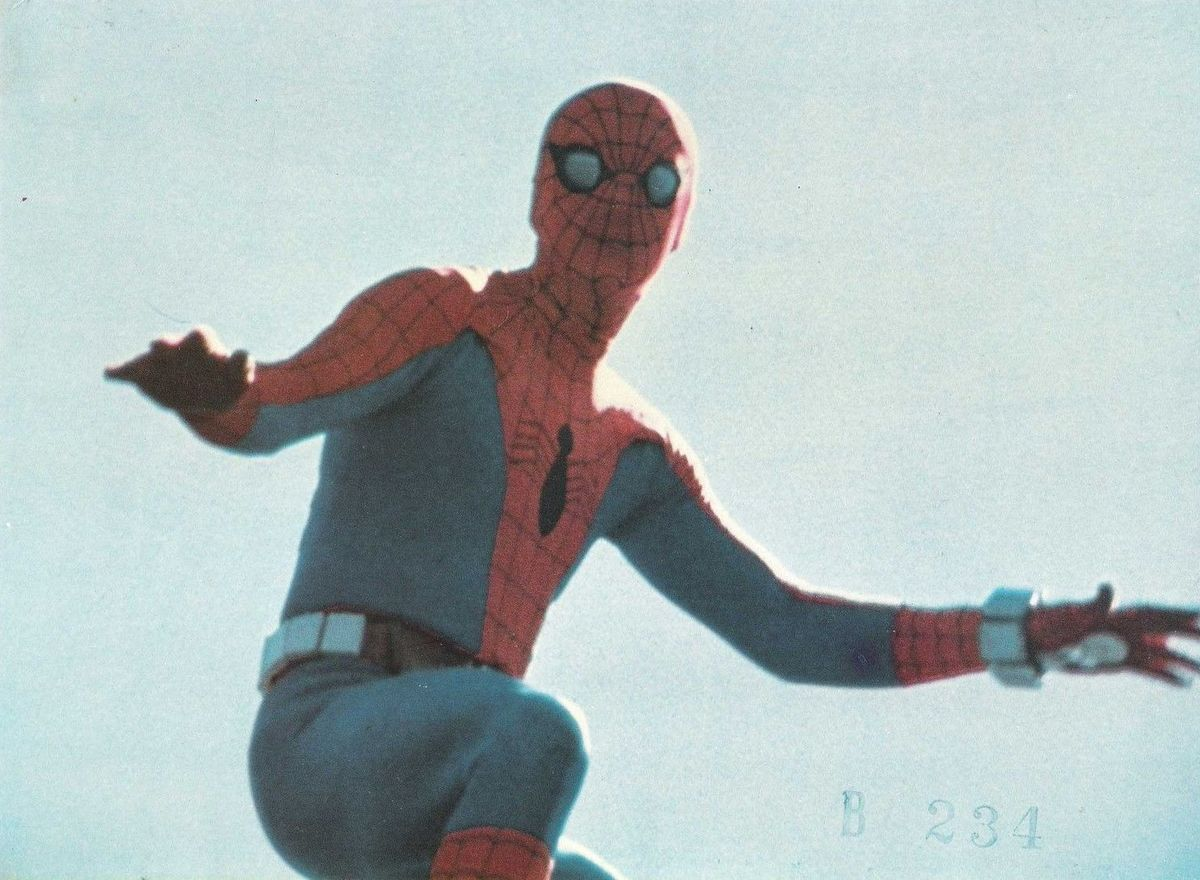 a still image from spider man the dragons challenge