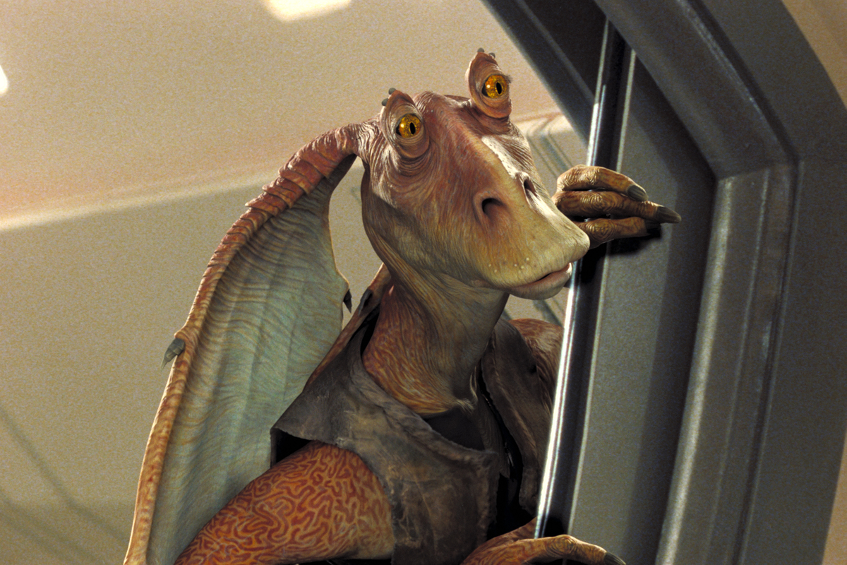 jar jar binks peeking around corner in star wars 1