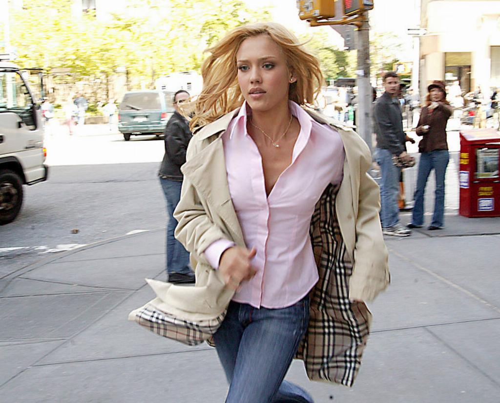 Jessica runs through New York while shooting Fantastic Four