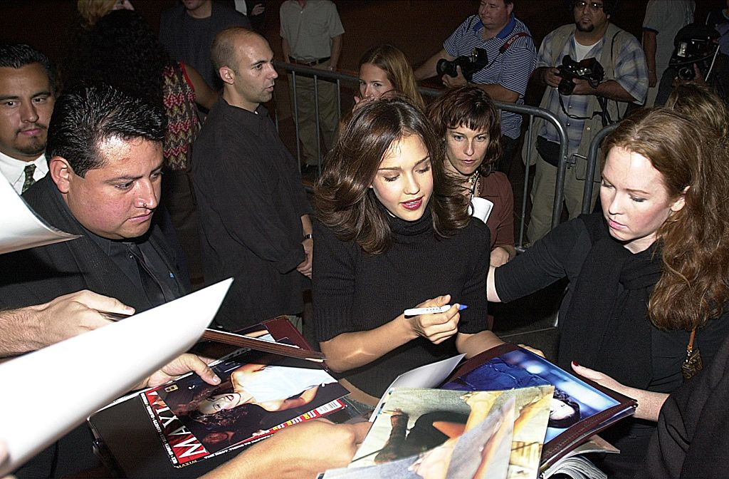 Jessica signs autographs at the premiere of Dark Angel
