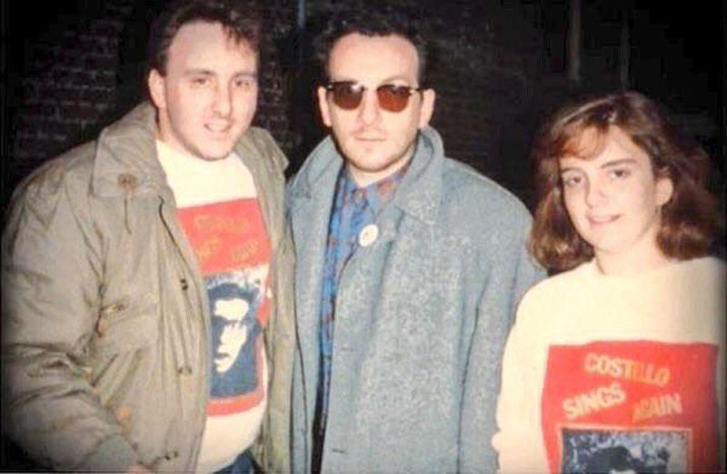 Tina Fey poses for a fan photo with Elvis Costello