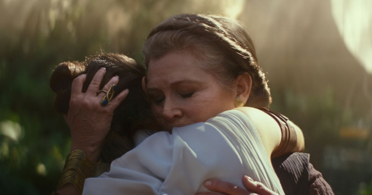 A still from The Rise of Skywalker shows Carrie Fisher hugging Daisy Ridly