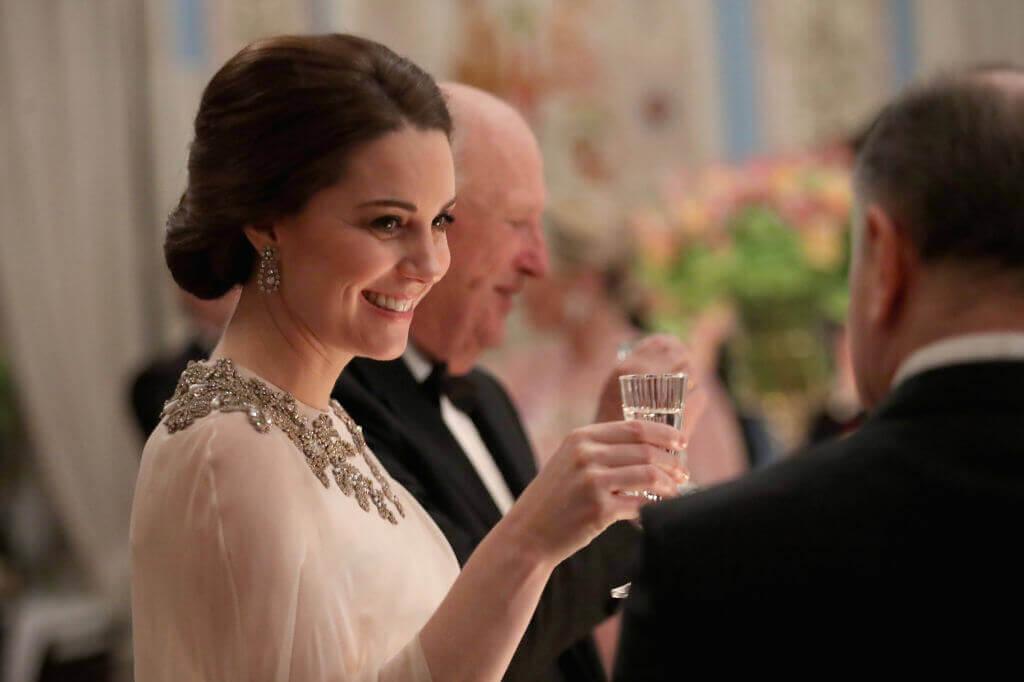 Kate-Middleton-25-79348-74122