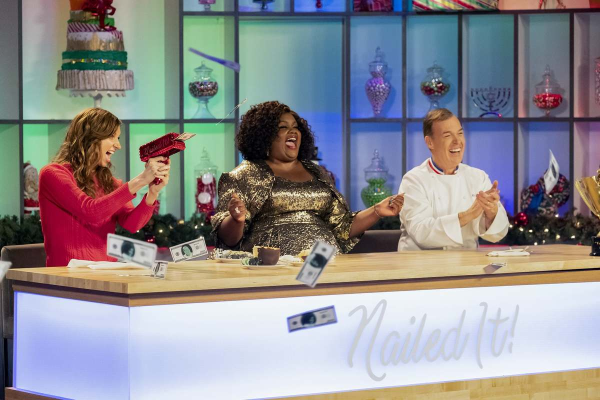 the judges on nailed it!: holiday! cheering and giving out money