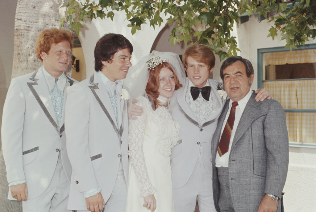 ron howard marrying cheryl alley with don most, anson williams, and tom bosley
