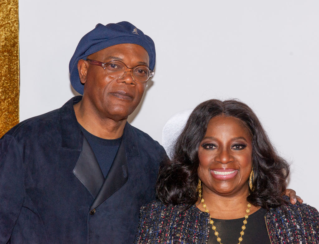 samuel l jackson in a kengal hat with wife latanya richardson at a movie premiere