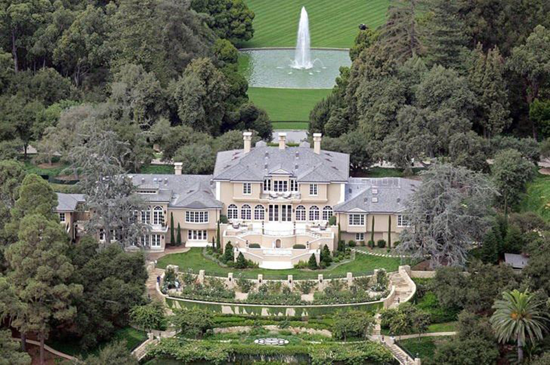 An aerial view shows Oprah's mansion in Montecito.