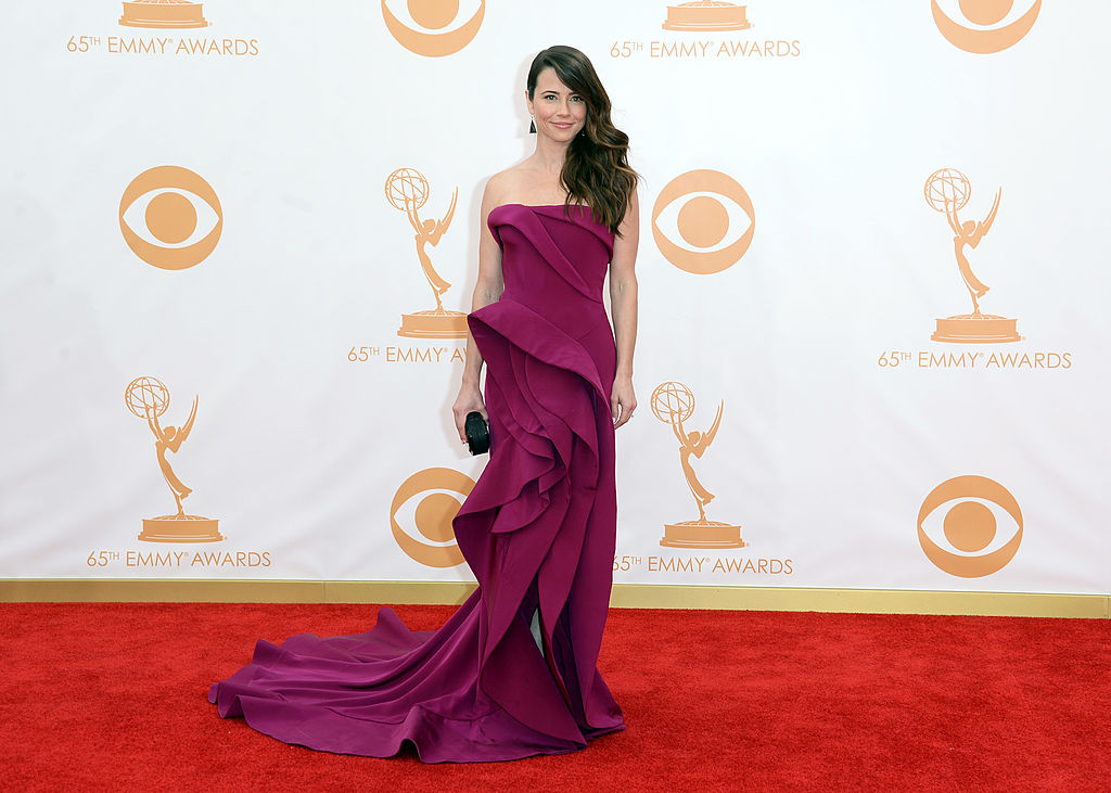 Linda Cardellini wears a layered, flowing, violet gown.