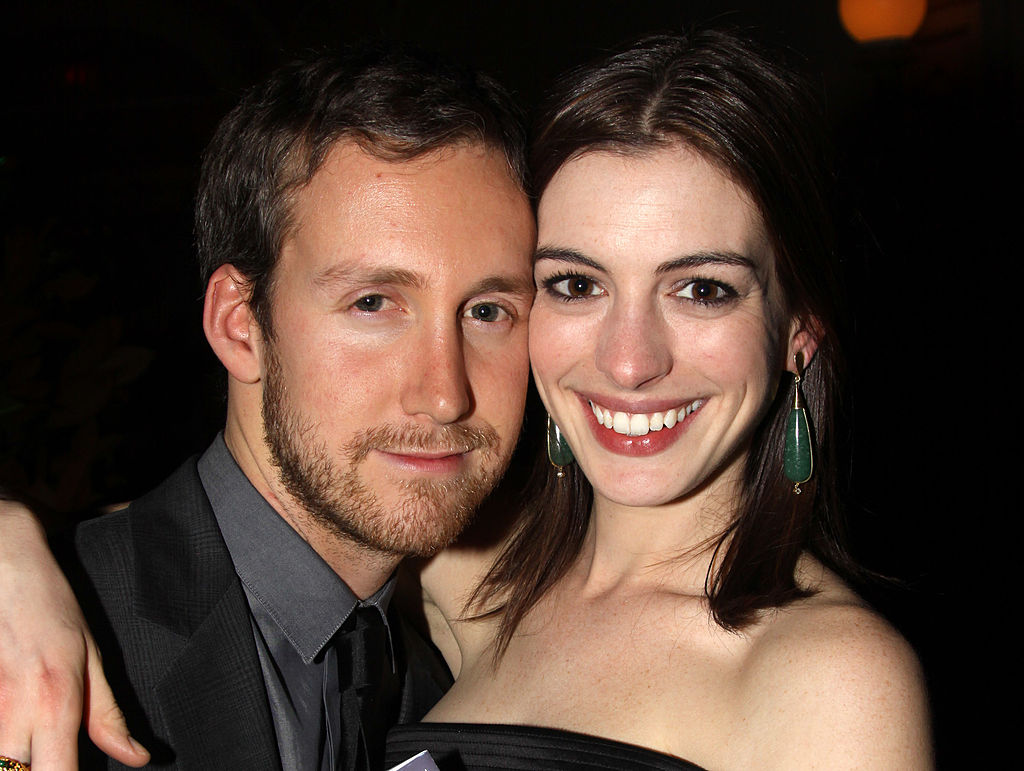 Anne Hathaway poses with her husband.