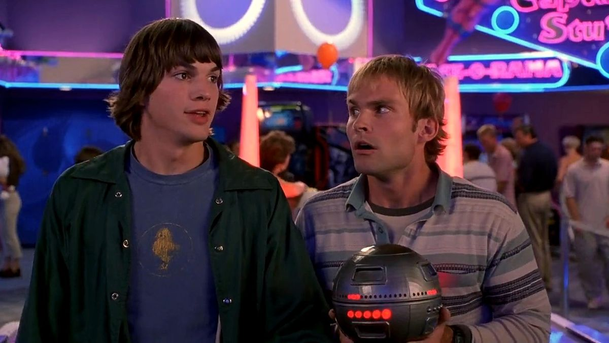 ashton kutcher and seann william scott in a still from dude, where's my car?