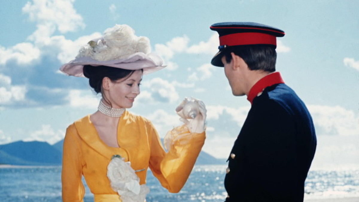 christopher jones and sarah miles in front of a beach in a still from ryan's daughter