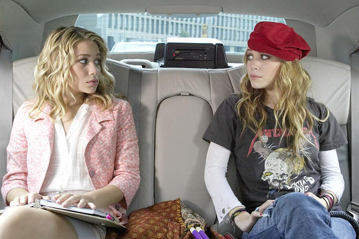 mary-kate and ashley olsen sitting in a car in new york minute