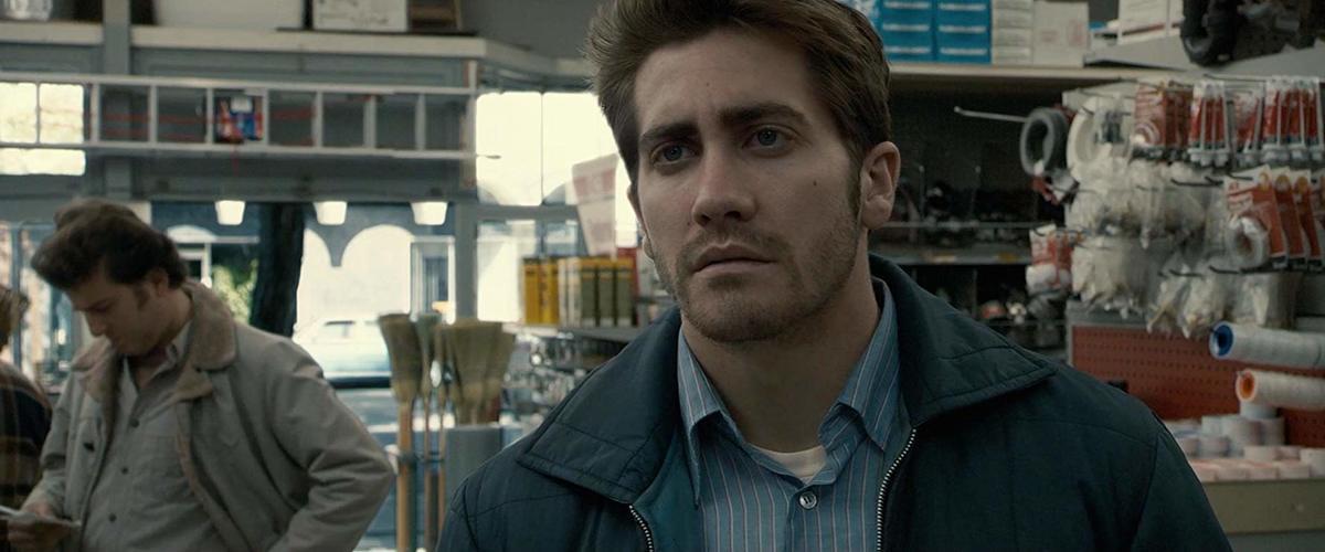 jake gyllenhaal in a still from zodiac