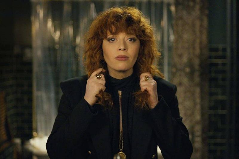natasha lyonne pulling her hair in russian doll