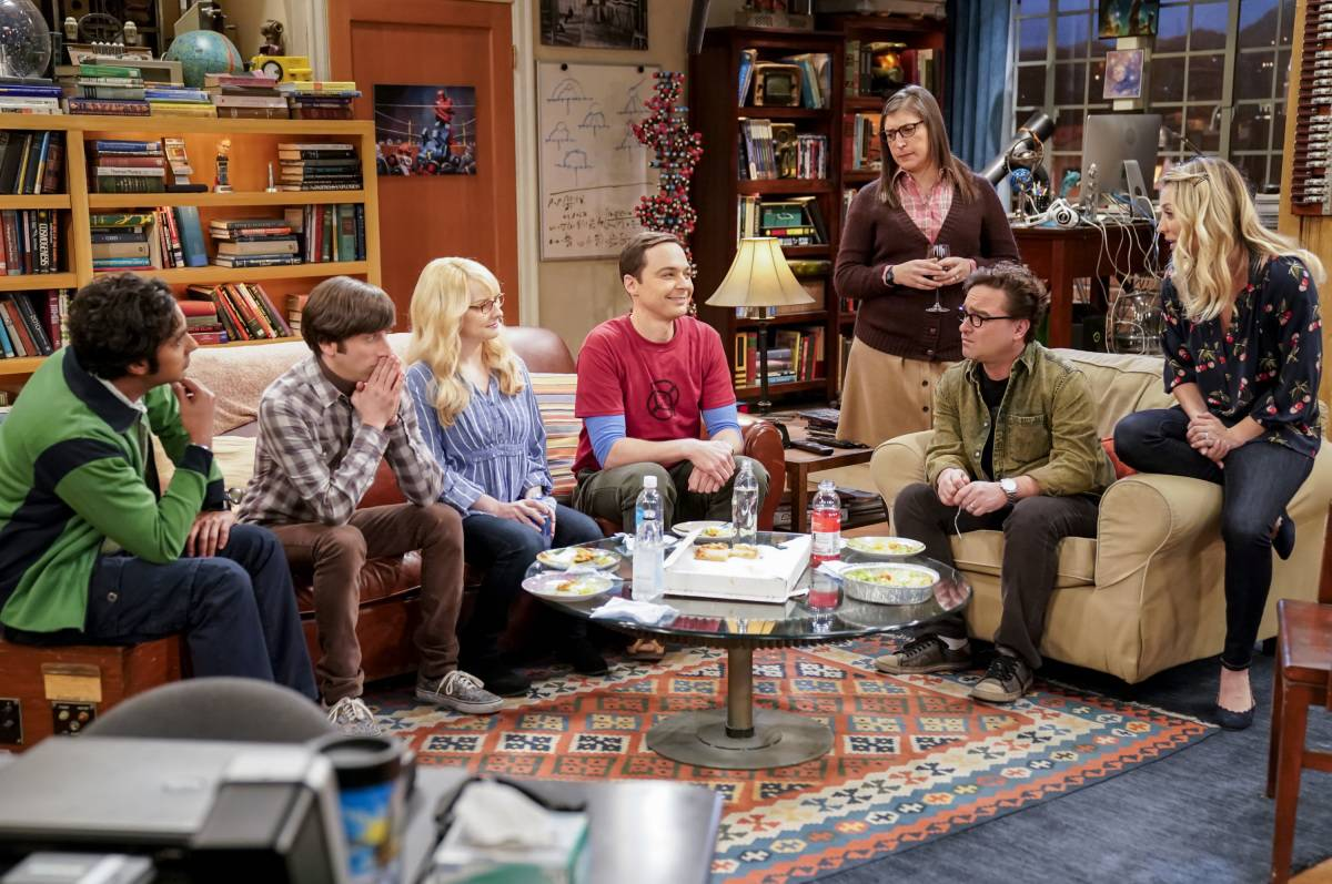 cast of the big bang theory in the living room set
