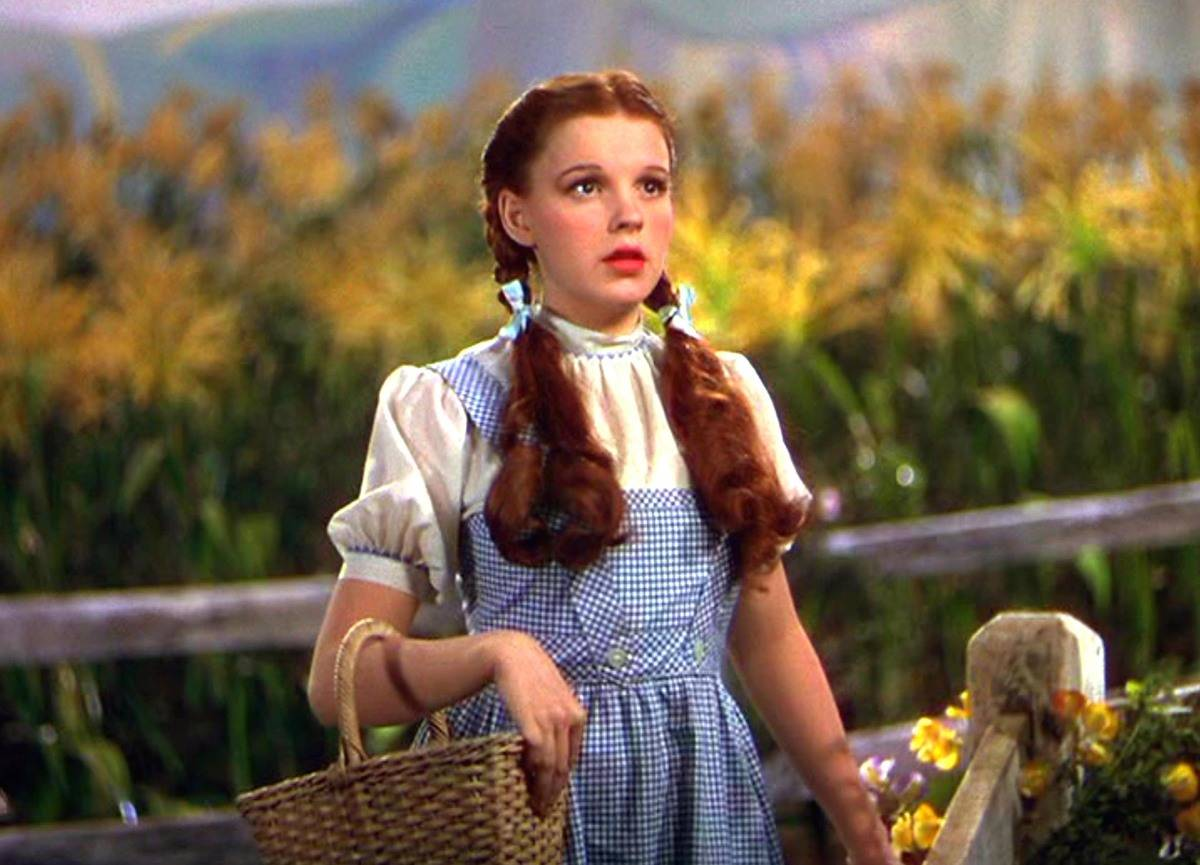 judy garland dressed as dorothy