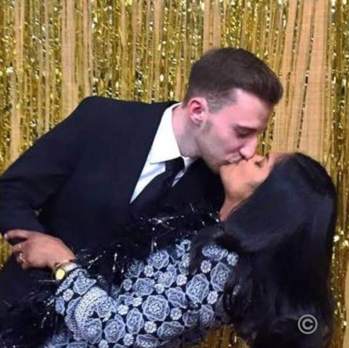 matt and laura kissing