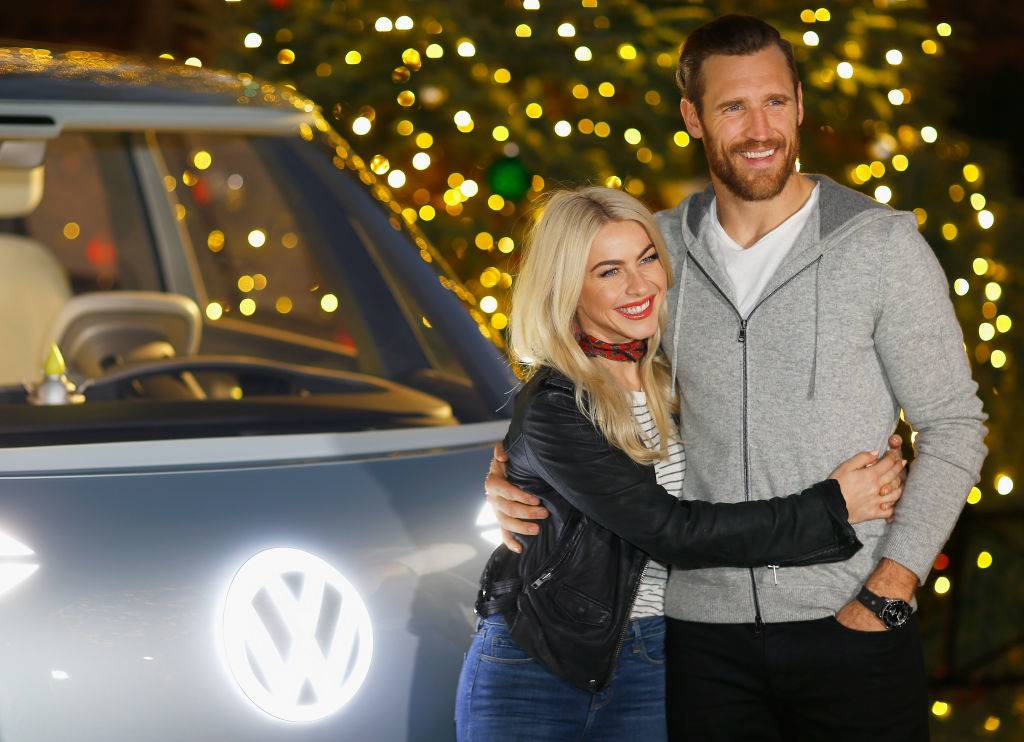 julianne hough giving brooks laich a hug in front of a volkswagen bus