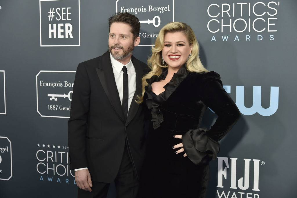 kelly clarkson and brandon blackstock on the red carpet
