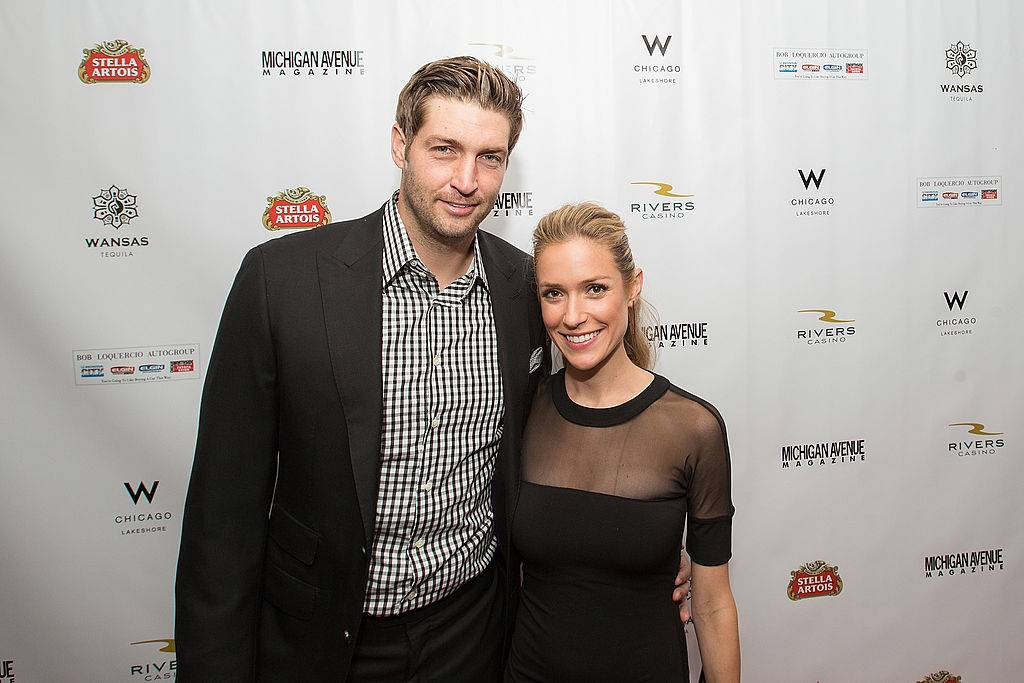 kristin cavallari and jay cutler posing on the red carpet