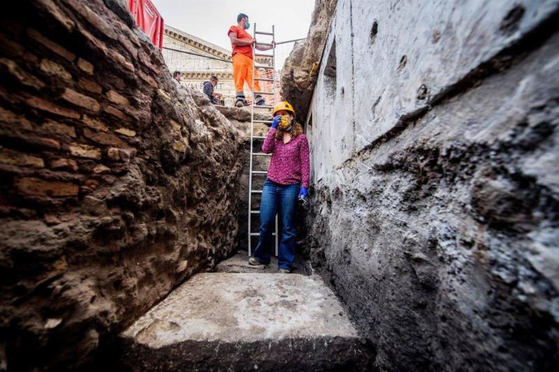 Woman in the sinkhole