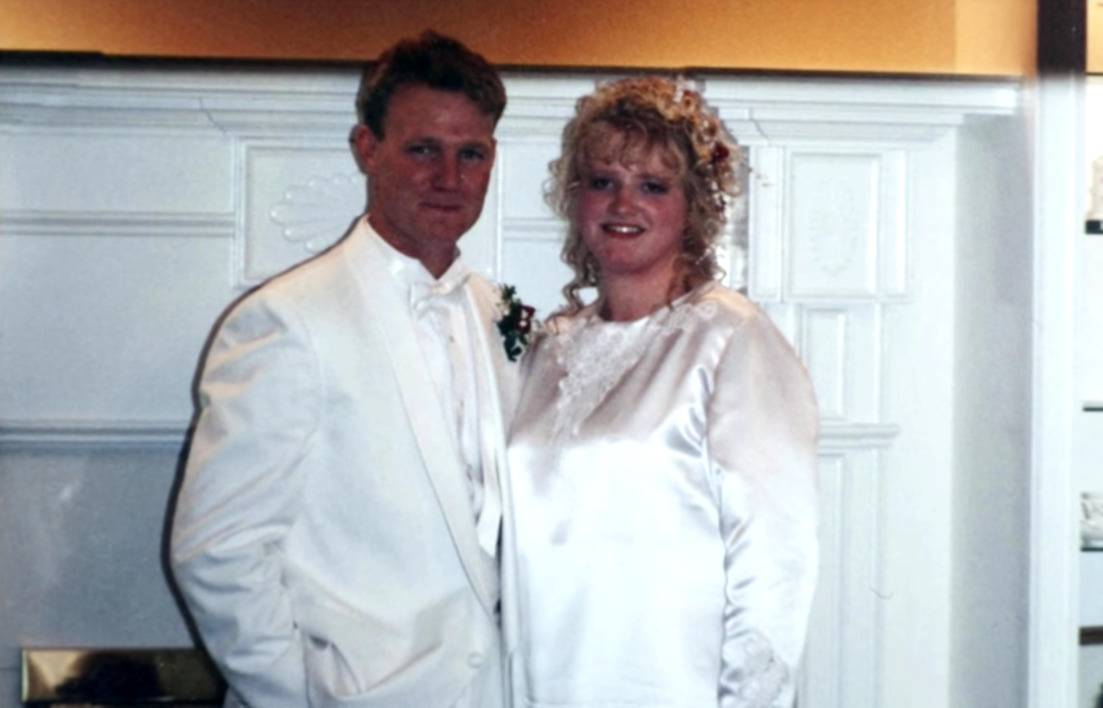 This old photo shows Kody and Janelle's wedding when they were younger.