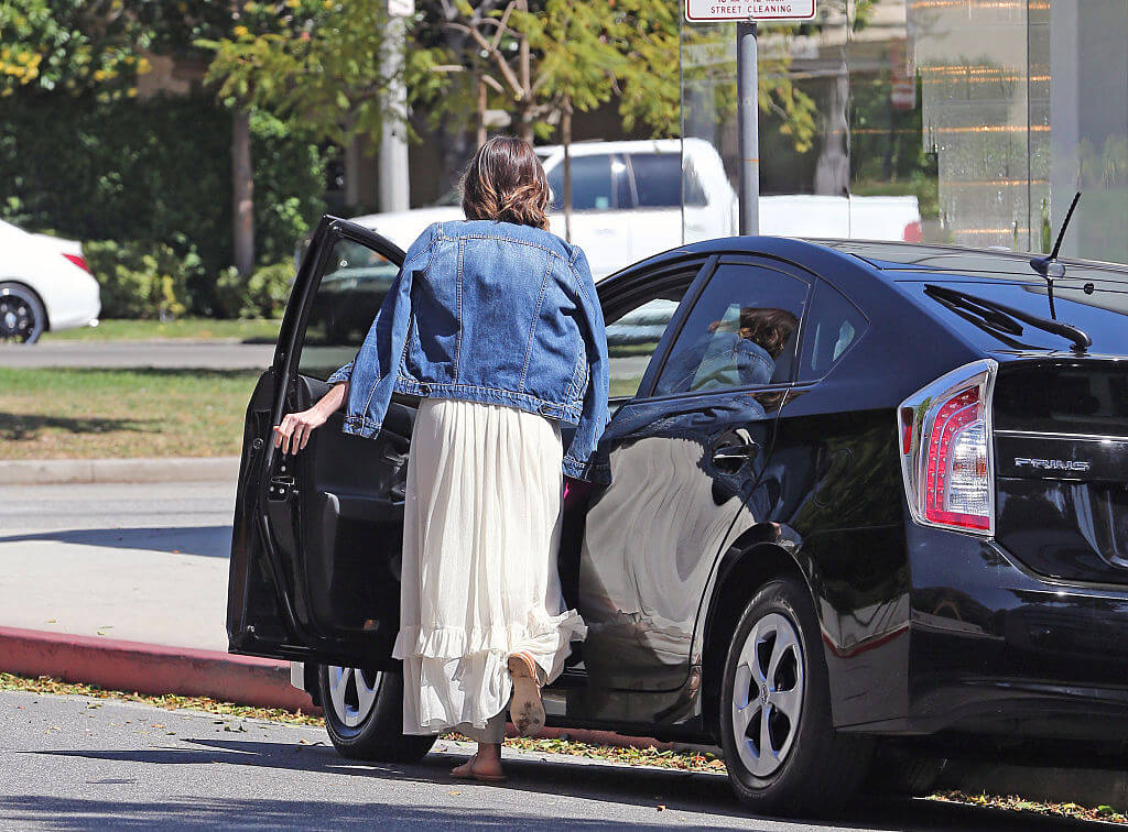 One Woman Intentionally Became Homeless & Moved Into Her Boyfriend's Car